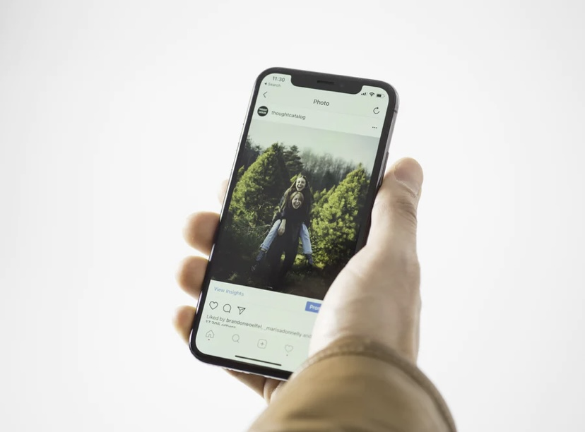 Instagram is seen by many as a toxic environment only meant to bring others down. By bringing back the photo dump trend, Instagram can finally become the fun social media app it should. Photo by Thought Catalog on Unsplash.
