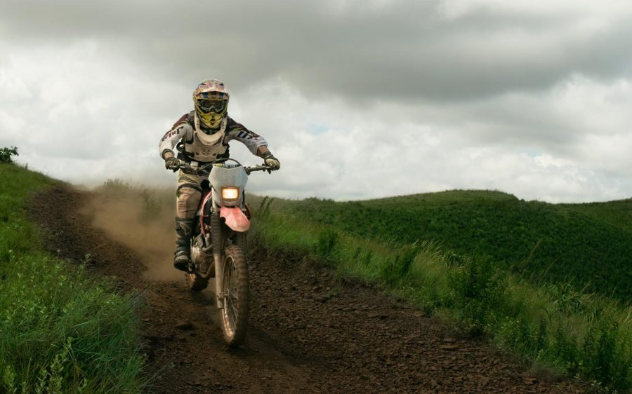 An+Enduro+race+in+Brazil+with+a+rider+using+a+Honda+Xr400.+Unsplash%2C+Marcos+Moraes.